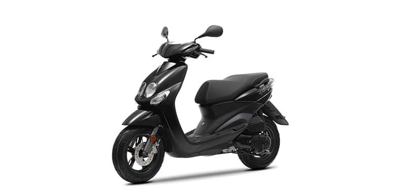 Scooter Ovetto noir sur fond blanc